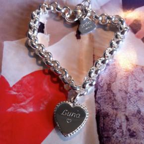 Bettelarmband mit Herz graviert Silber