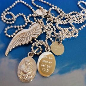 Engelsflügel und Madonna mit Kind Glücksbringer Silber graviert